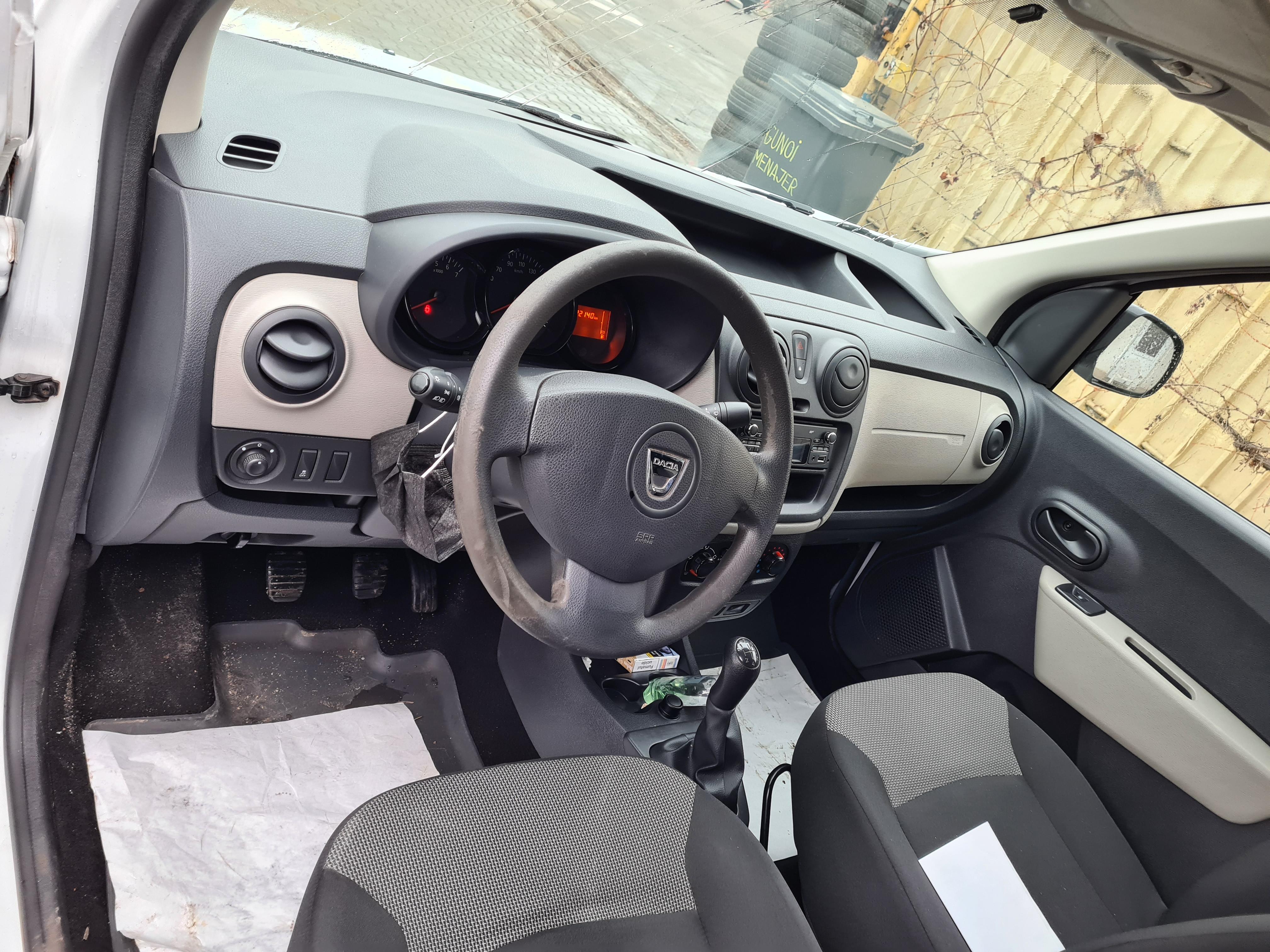 Imagine Inchiriaza auto DACIA Dokker 2017 5
