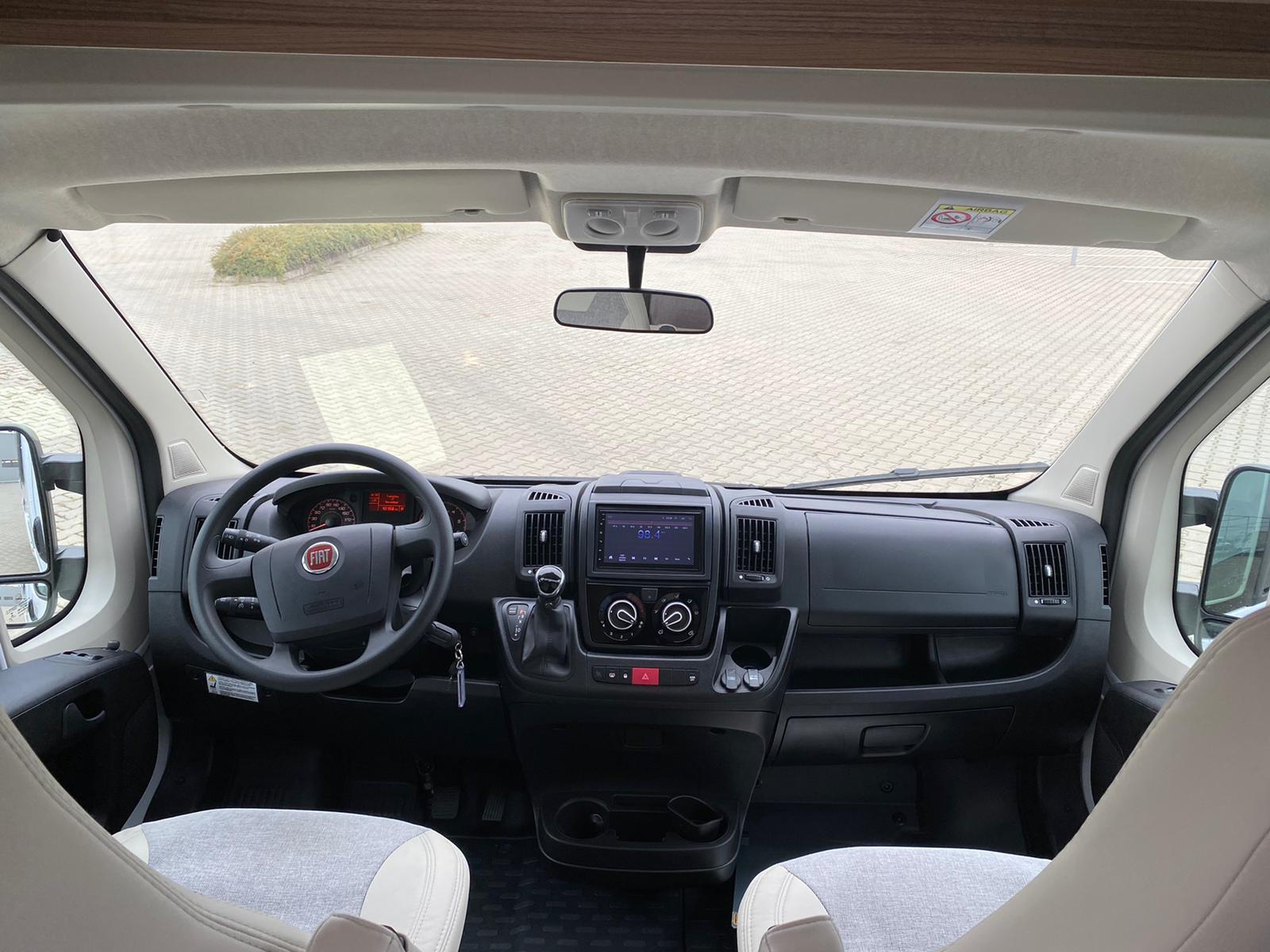 Imagine Inchiriaza auto CARADO V337 2020 5